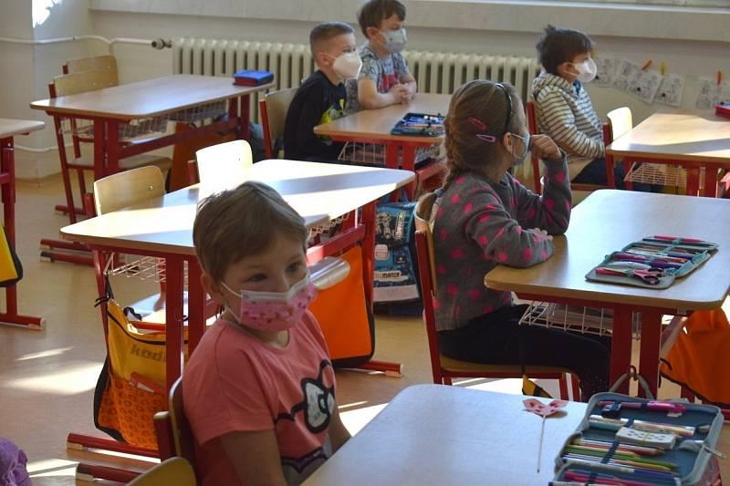 Návrat žáků do základní školy v Kroměříži, 12. dubna 2021.