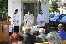V Bojanovicích, místní části Zlobice, vrátili v neděli 4. září 2011 na obnovené původní místo sochu svatého Floriána.