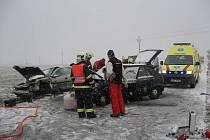 U Všetul došlo k vážné dopravní nehodě dvou osobních aut.