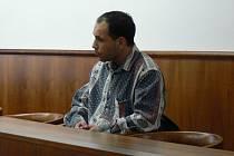 Pro trestné činy výtržnictví a ublížení na zdraví stanul v polovině února před kroměřížským okresním soudem Atila Džuga ze Zborovic na Kroměřížsku.
