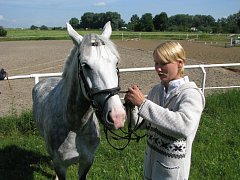 Ivana Držálková z Vyškova se 14. 6. 2008 zúčastnila jezdeckých závodů O Pohár města Kroměříže, které se tradičně konaly na tamní Pionýrské louce.