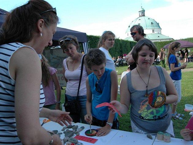 Africké bubny rozezvučely v sobotu odpoledne Květnou zahradu v Kroměříži. Africký den nabídl kromě exotiky také bohatým program.
