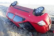 U Bílan a Chropyně havarovala auta.