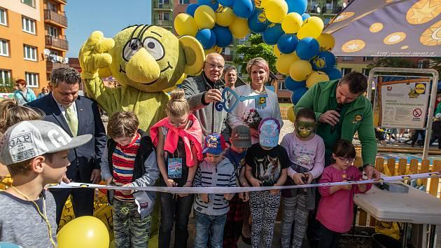 Zbrusu nové Rákosníčkovo hřiště mají od konce minulého týdne v Bystřici pod Hostýnem. Otevřeli jej v neděli 20. května a slavnostního zahájení se zúčastnily stovky lidí.