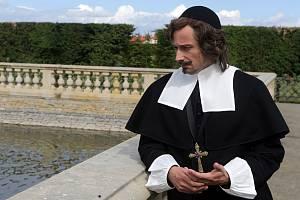 Jaroslav Plesl v roli olomouckého biskupa Karla z Lichtensteinu – Castelcorna při natáčení hraného dokumentu Barokní velmož