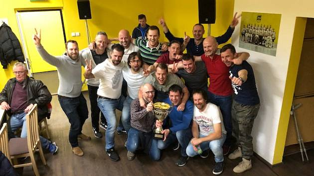 Vítězné mužstvo v Kroměřížské hokejové lize 2017-2018 mužstva Plačkova.
