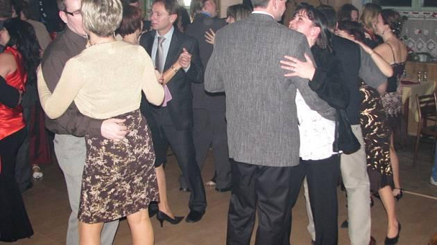 Obecní ples v Kyselovicích.