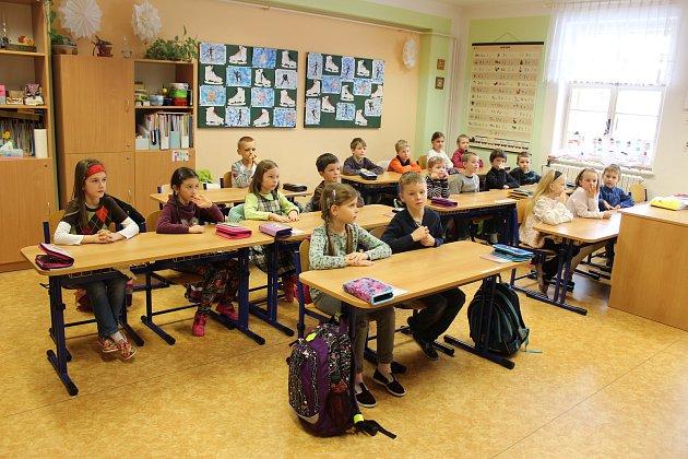 Tablo dětí zletošní první třídy Církevní ZŠ Kroměříž střídní učitelkou Mgr. Romanou Blažkovou