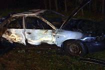Likvidace požáru auta v Roštění na Kroměřížsku