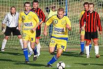Petr Sedláček (u míče) má velký podíl na třetí příčce Žeranovic.