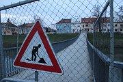 Kroměřížská lávka přes řeku Moravu zůstala od pátku 15. prosince uzavřená.