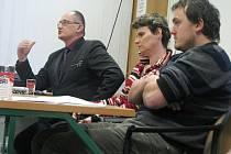 V Knihovně Kroměřížska se konala ve čtvrtek 17. února 2011 veřejná diskuze s názvem Odejdou, nebo zůstanou.