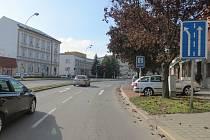 Na křižovatce ulic 1.Máje, Husova náměstí a Kotojedská ulice došlo 9. října k dopravní nehodě. Policie hledá svědky.