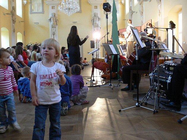 Součástí festivalu Musica Holešov, který se konal od od 22. do 25. září 2011 v Holešově, byl i cyklus pohádkových minioper autorů Svěráka a Uhlíře.