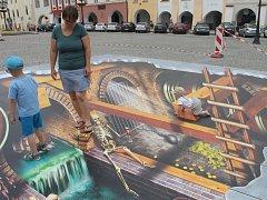 V rámci letošního projektu Kroměříž v barvách, světle a umění je na náměstí možnost vyzkoušet si kouzlo 3D projekce.