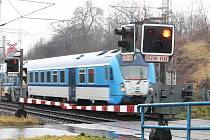 Na železničním přejezdu v Záhlinicích došlo během uplynulého roku ke dvěma smrtelným nehodám a jedné sebevraždě.