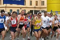 Kroměřížský běžec Tomáš Blaha (č.111) lehce zvítezil.