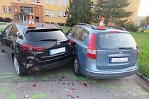 Opilý řidič narazil do aut na parkovišti v Bystřici pod Hostýnem.