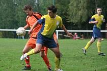 Fotbalisté Mrlínku (v oranžovém) zvítězili v Loukově.