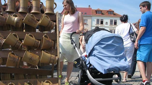 Hrnčířské a keramické trhy na Velkém náměstí v Kroměříži