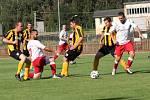 Fotbalisté Spartaku Hulín (v bílých dresech) na podzim byli stoprocentní. Soupeřům nadělovali příděly. Jak vypadaly výsledky?
