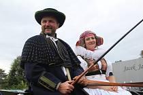 Lubomír a Veronika Hájkovi jezdí s historickým koňským spřežením.