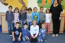 Třída prvňáčků ze Základní školy a Mateřské školy ve Chvalčově s paní učitelkou Mgr. Alenou Martínkovou vyšla v rámci projektu Naši prvňáci v Kroměřížském deníku ve středu 4. října.