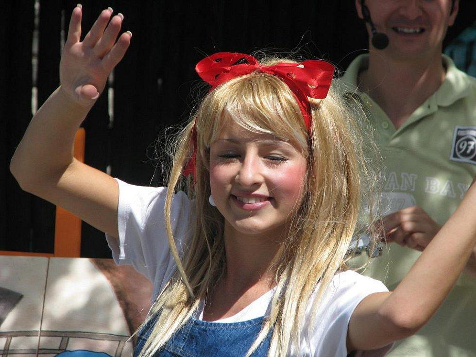 V Jarohněvicích připravili v sobotu 3. července 2010 pro děti zábavné odpoledne. Přijel dokonce i kouzelník, děti se od něj učily čarovat.