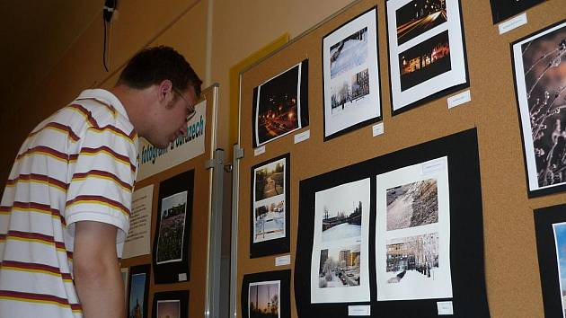 Děti z místní základní školy tvořily na téma Hulín mojhe město. Jejich fotografia a obrazy jsou k vidění v tamní knihovně.