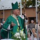 POŽEHNÁNÍ KAPLE SE UJAL ARCIBISKUP MONS. JAN GRAUBNER. Všetuly navštívil jako první arcibiskup vůbec.