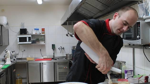 Vyzkoušeli jsme práci v kuchyni restaurace