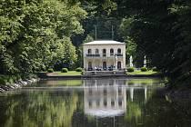 Průběh revitalizace vodního systému v Podzámecké zahradě v Kroměříži. Červen 2020, Dlouhý rybník.