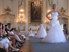 Módní přehlídka svatebních šatů v rámci veletrhu Svatba jako v pohádce