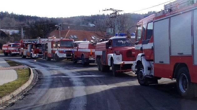 Hasiči zasahují u požáru v Cetechovicích