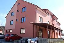 První nájemníci se do nového zborovického komunitního domu pro seniory začnou stěhovat už během dubna.