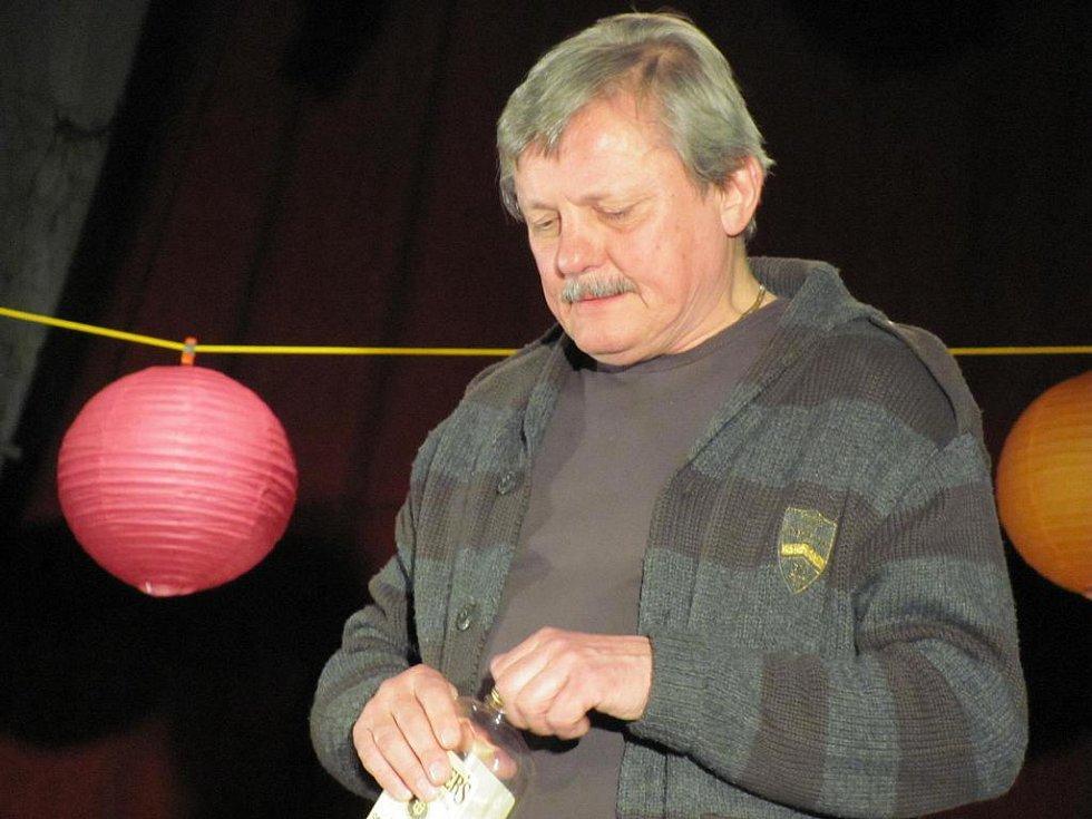 Divadelní představení Herci jsou unaveni z roku 2011. Svatopluk Skopal.