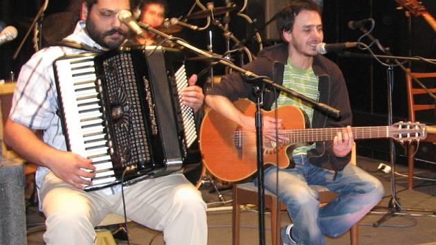 Známá česká klubová kapela Koa zahrála v holešovském Drive Clubu.