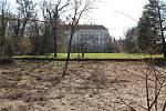 Vypuštěný Chotkův rybník v Podzámecké zahradě v Kroměříži
