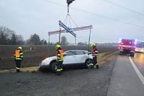 Vyprošťování uvízlého auta u Hulína