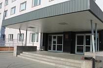 Na internátu v Pavlákově ulici v Kroměříži vypukla v úterý 11.3. epidemie patrně střevní chřipky, po které skončilo na třicet studentů, převážně dívek, v nemocnicích v Kroměříži a Zlíně.