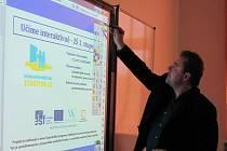 Základní škola v Chropyni získala dotaci na interaktivní techniku do tří učeben.