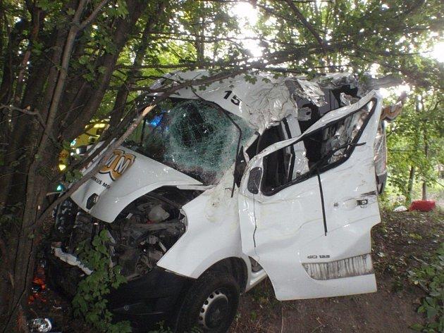 Spolujezdec nepřežil v pondělí ráno havárii dodávky u osady Skavsko poblíž města Morkovice-Slížany na Kroměřížsku.