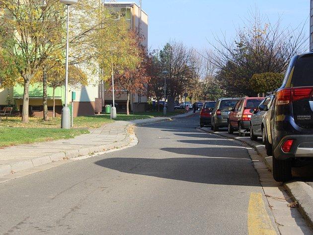 Sídliště Zachar je vzhledem k obrovskému množství zaparkovaných aut pro vjezd hasičských vozů nejhůře přístupné.