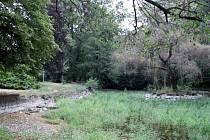 Opravy rybníku v Zahájeném budou většího rozsahu, než vedení města původně předpokládalo. Kvůli nedostatku financí by práce měly začít až po zářijovém zasedání zastupitelstva.