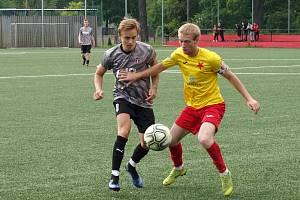 Fotbalisté Kroměříže (ve žlutých dresech) v pátečním přípravném zápase porazili Hodonín 1:0.