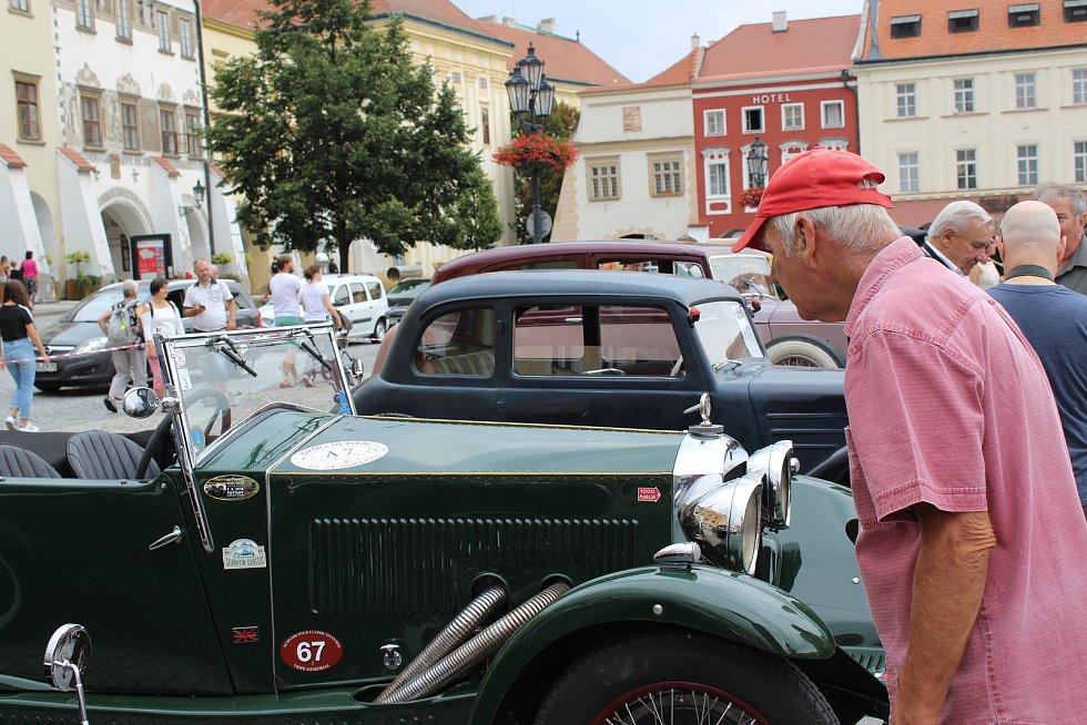 Přehlídka autoveteránů v Kroměříži.