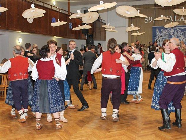 Nejen krojovaní si v sobotu 1. února užívali 59. ročník Valašského bálu, který se konal v Bystřici pod Hostýnem.