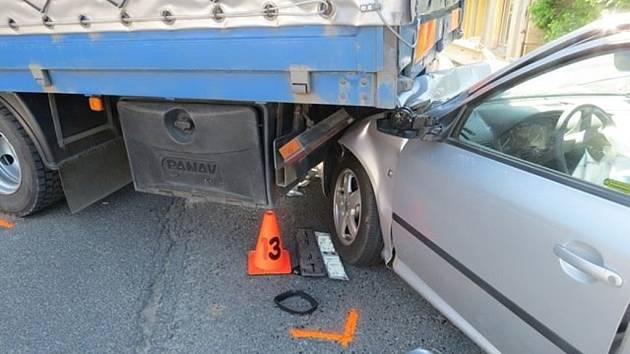 Vážnou dopravní nehodu museli v úterý 12. května ráno řešit policisté v Olšině.