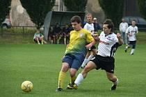 Fotbalisté Loukova (ve žlutém) nezaváhali ani v Pravčicích.