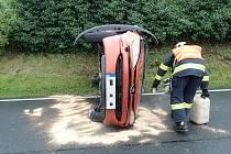 V Bojanovicích na Kroměřížsku havarovala řidička. Ve vozidle s řidičkou cestoval muž a malý chlapec.